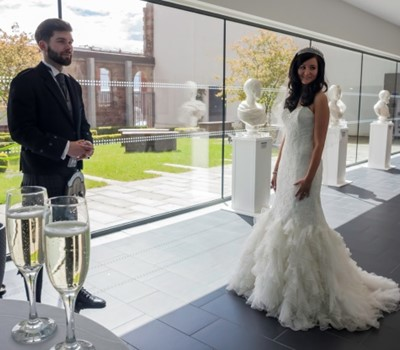 Image of couple married at Clydebank Town Hall